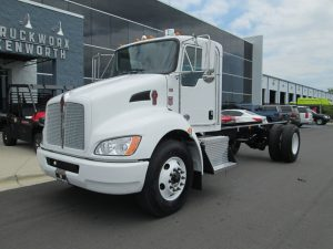 front left view of exterior 2022 white kenworth t370 cab and chassis