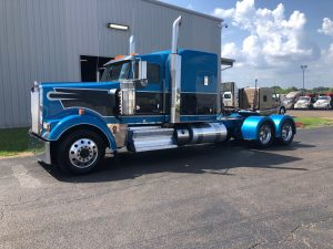 front left view of exterior 2018 blue kenworth w900l sleeper